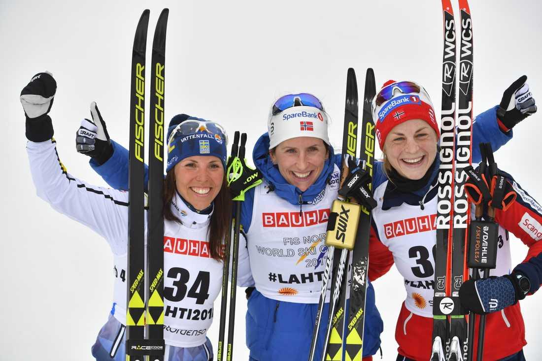 Guld: Marit Björgen. Silver: Charlotte Kalla. Brons: Astrid Uhrenholdt Jacobsen (höger).
