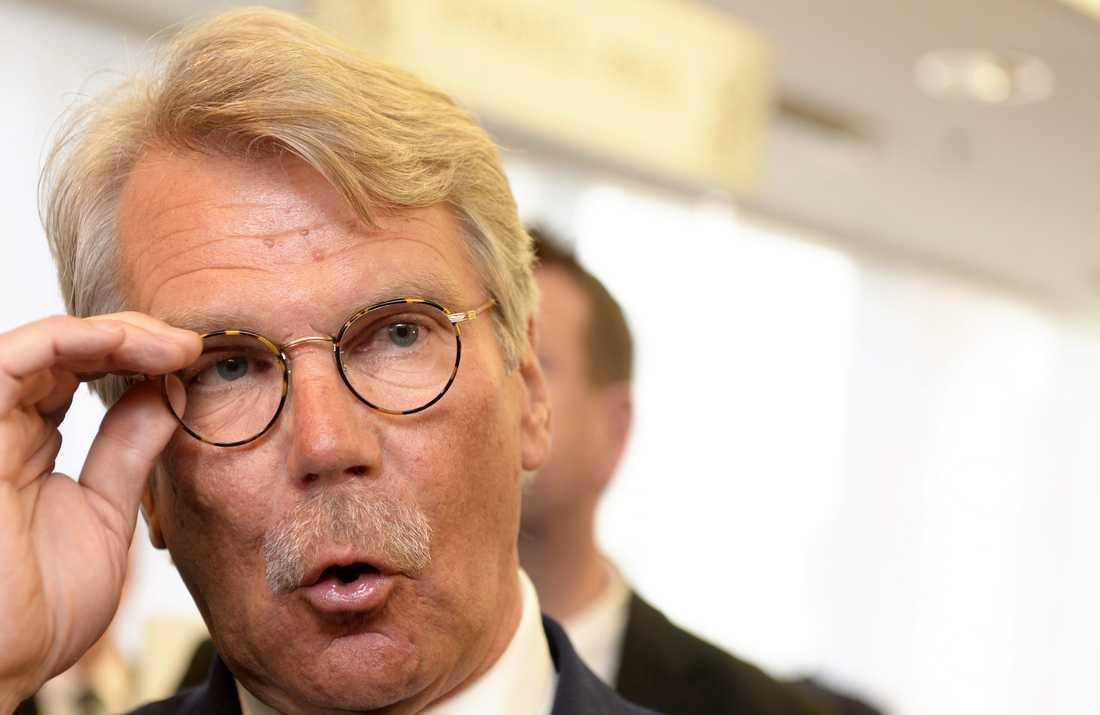 Ordföranden Björn Wahlroos har hotat med att flytta Nordea från Sverige.