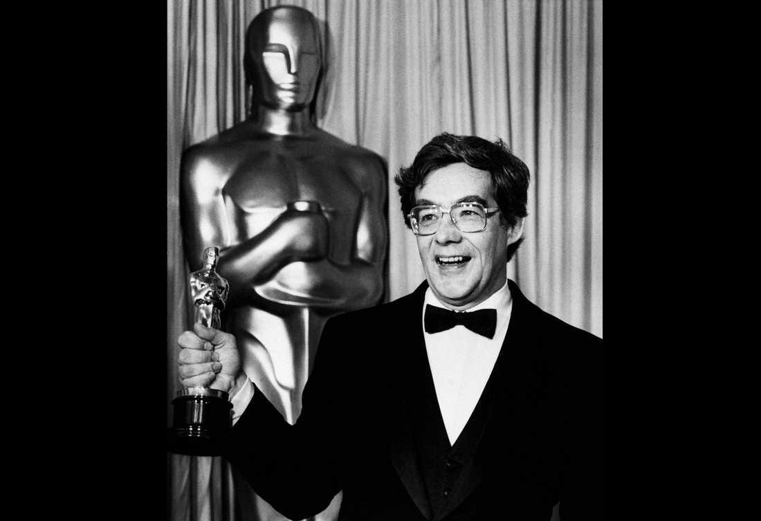 Kurt Luedtke med sin Oscar 1986. Arkivbild.