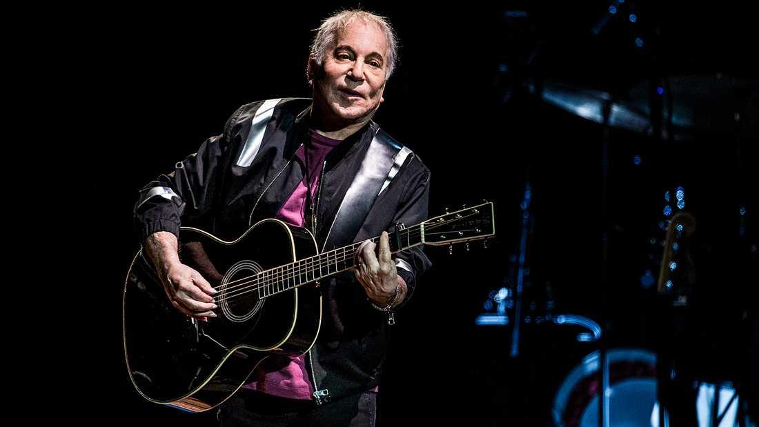 ...Paul Simon sjunger om Johnny Ace...