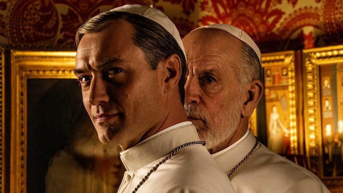 """Jude Law och John Malkovich i """"The new pope""""."""