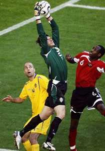 En klippa Teddy Lucic hjälpte Rami Shaaban i försvaret mot Trinidad & Tobago.