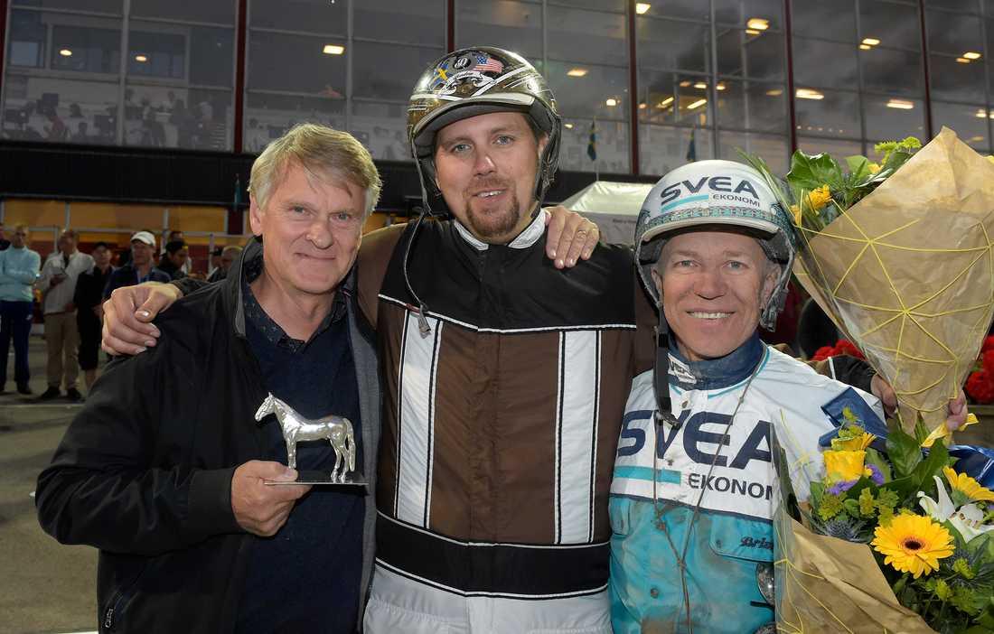Lennart Ågren tillsammans med Daniel Redén och Örjan Kihlström efter Perfect Spirits seger i Sprintermästaren.