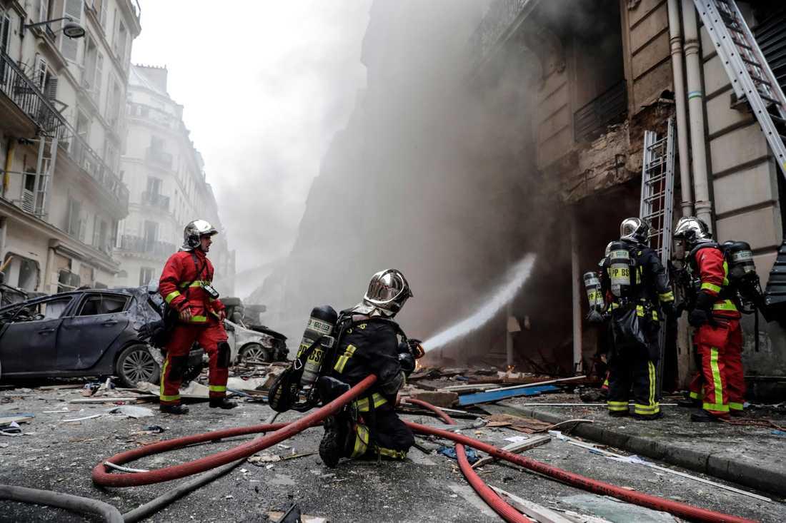 Brandmän efter explosionen i Paris