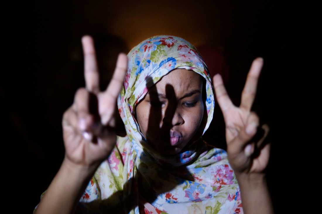 En sudanesisk demonstrant i samband med en protest mot juntan den 19 juni. Arkivbild.