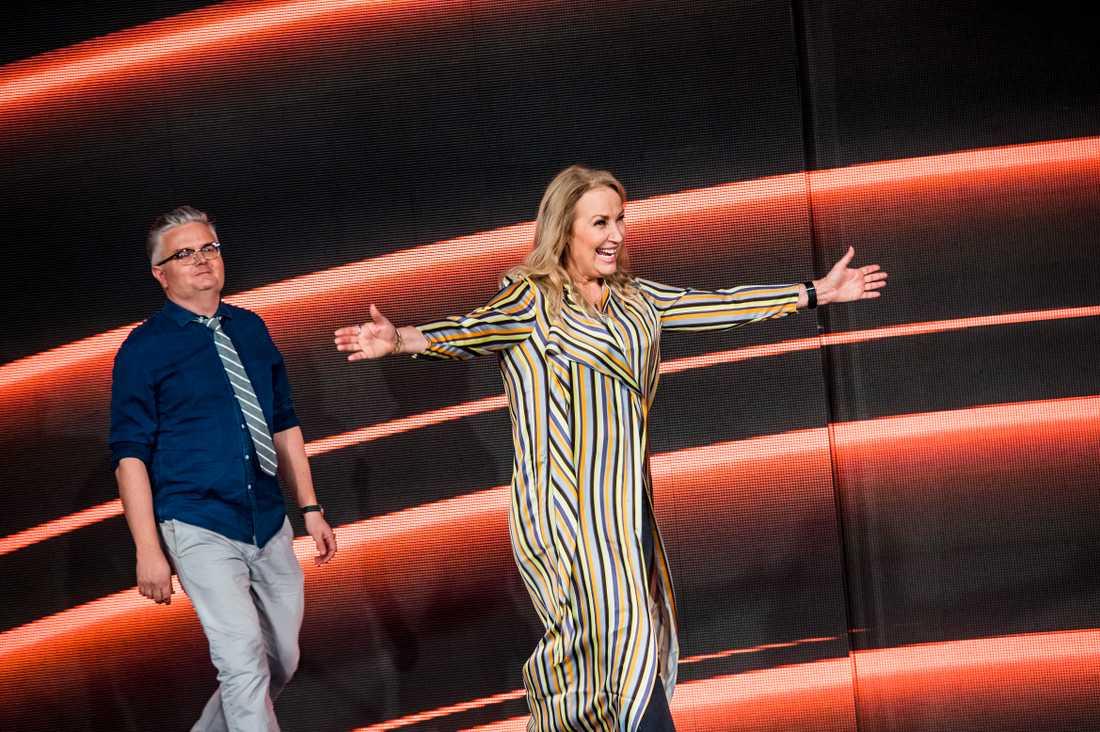 """Expertpanel i """"Stjärnornas stjärna"""": Jan Gradvall och Zhanna Hultén."""
