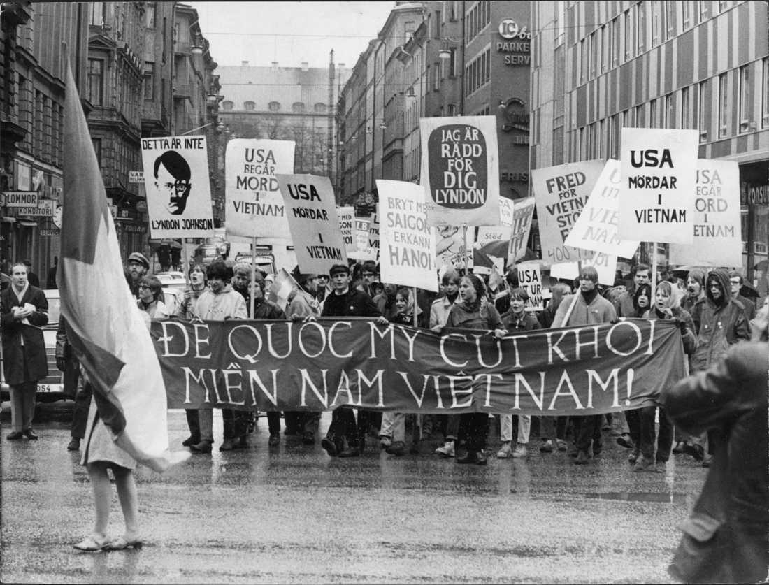 Demonstration mot USA:s krig i Vietnamn i Stockholm 1967.