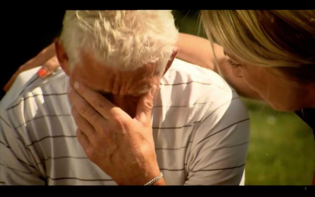 """Per-Olov Johnsson bröt ihop när han skulle välja i """"Bonde söker fru"""" 2011 och tröstades av Linda Lindorff."""