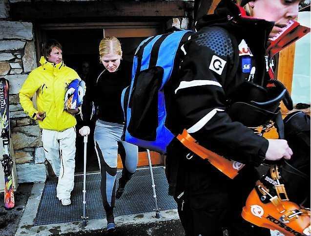 Jessica Lindell Vikarby lämnar Medical Center.