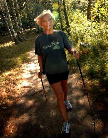 Rask takt. Tack vare sina långa promenader känner sig Marie Claesson, 47, lugn och avslappnad.