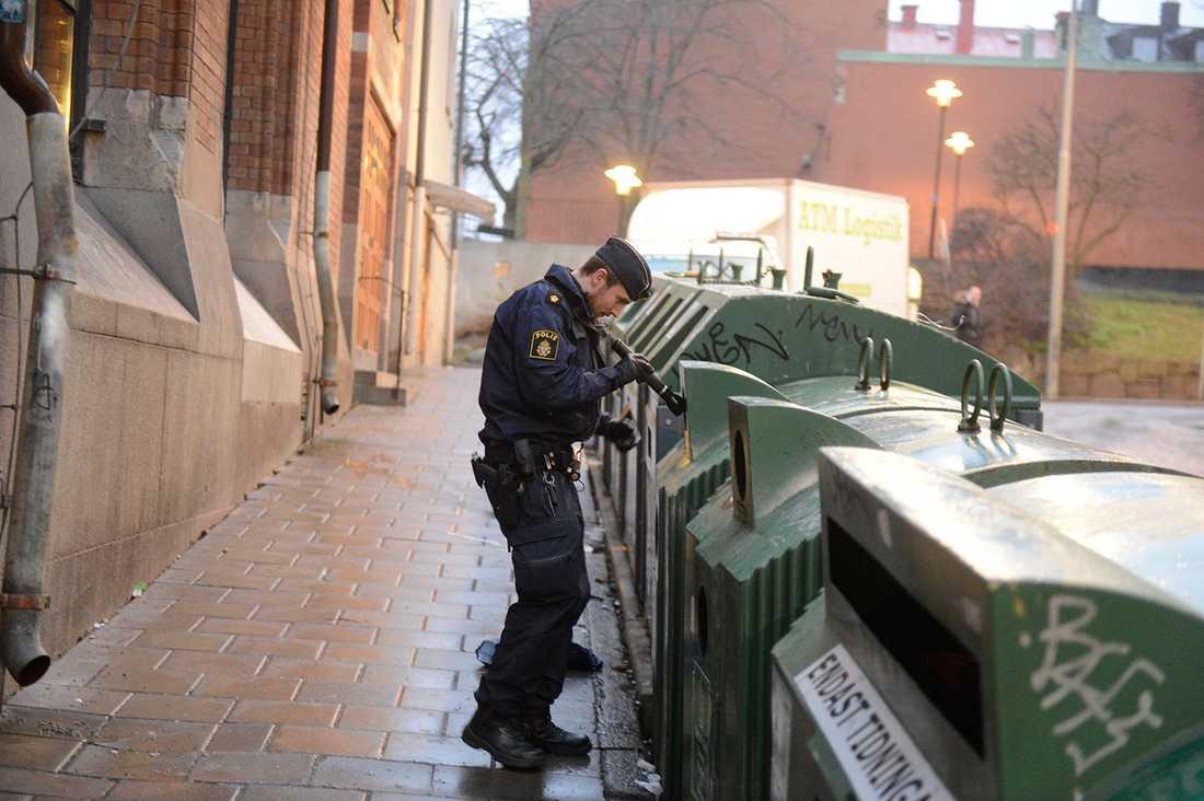 Polisen letar efter ledtrådar.