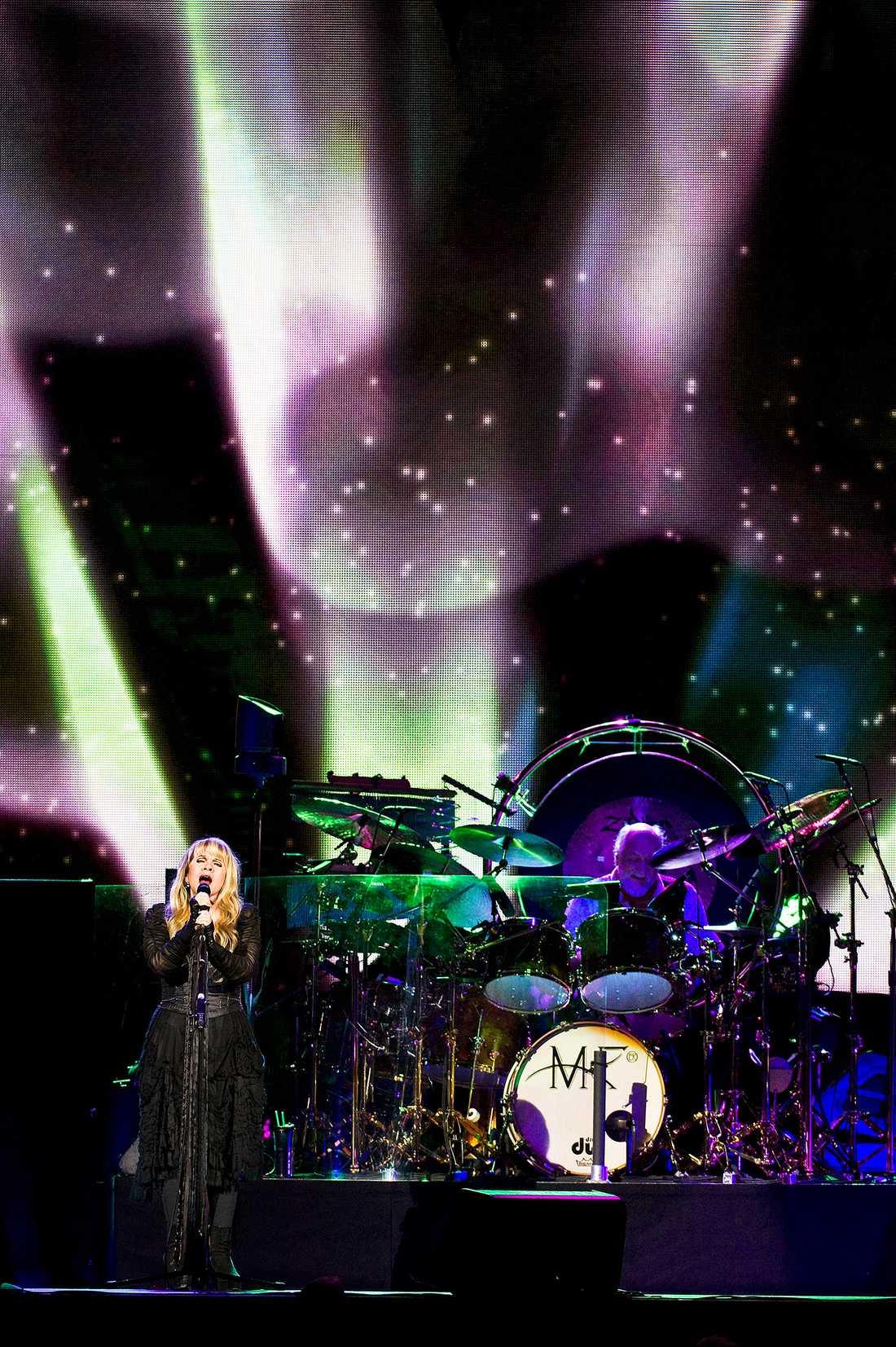 Klassisk kavalkad Stevie Nicks och Mick Fleetwood är långt ifrån 70-tals explosiva egon- nu råder istället en förlåtande stämning på scenen.