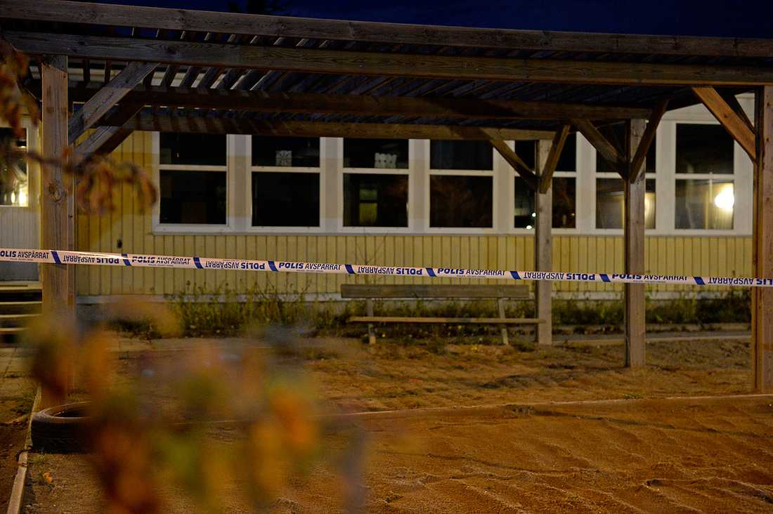 Strax före klockan två kom larm om brand i en före detta förskola i Danderyd norr om Stockholm.