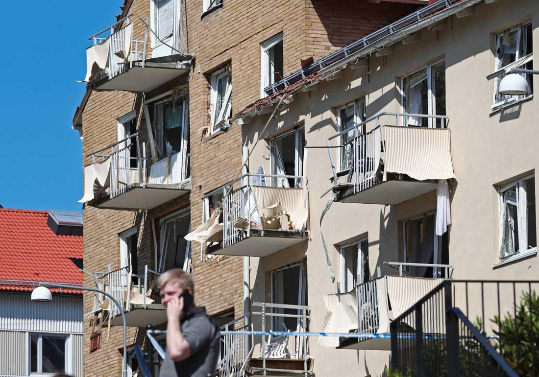 25 personer skadades lindrigt i explosionen i Linköping tidigare i år som krossade ett stort antal balkonger, fönster och lägenheter. Arkivbild.