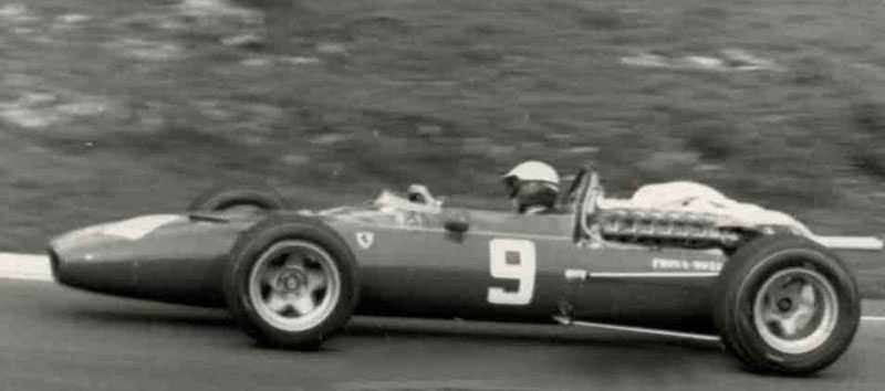 4. Ferrari 312V12 Kolla in knutarna i baken på bilen. Bara det gör att Ferraris 312 platsar på listan. Den användes mellan 1966 och 1969 och den körde bland annat av John Sutrees och Jacky Ickx, den vann tre race på 52 försök.
