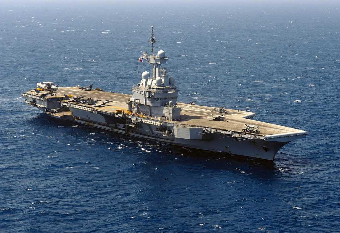 Det franska hangarfartyget Charles-de-Gaulle befinner sig i Medelhavet.