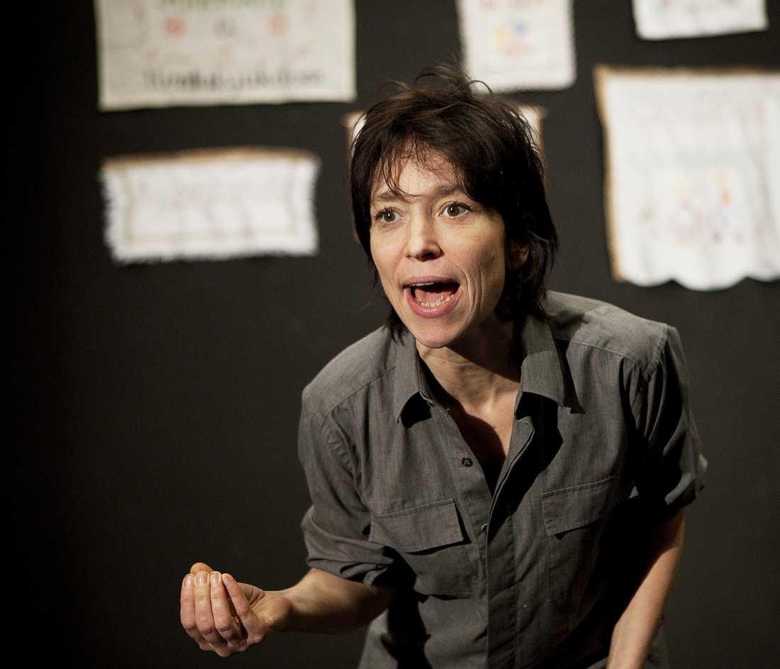 Dödshotad Skådespelaren Andrea Edwards dödshotades efter framförandet av det ultrafeministiska SCUM-manifestet på Turteatern i Stockholm.