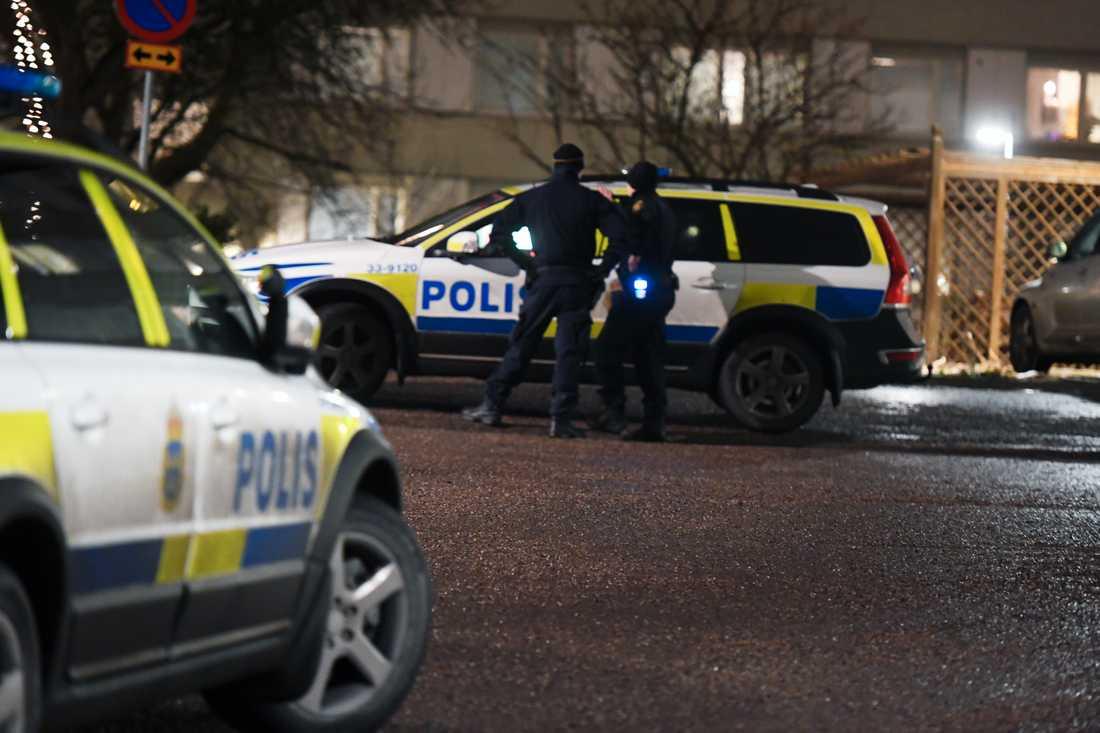 Polisen larmades först till en plats i norra Stockholm.