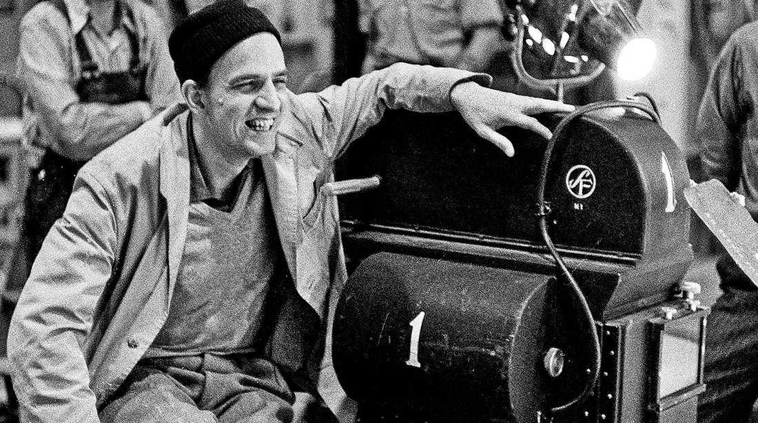 """Ingmar Bergman under inspelningen av """"Nattvardsgästerna"""" som hade premiär 1963."""