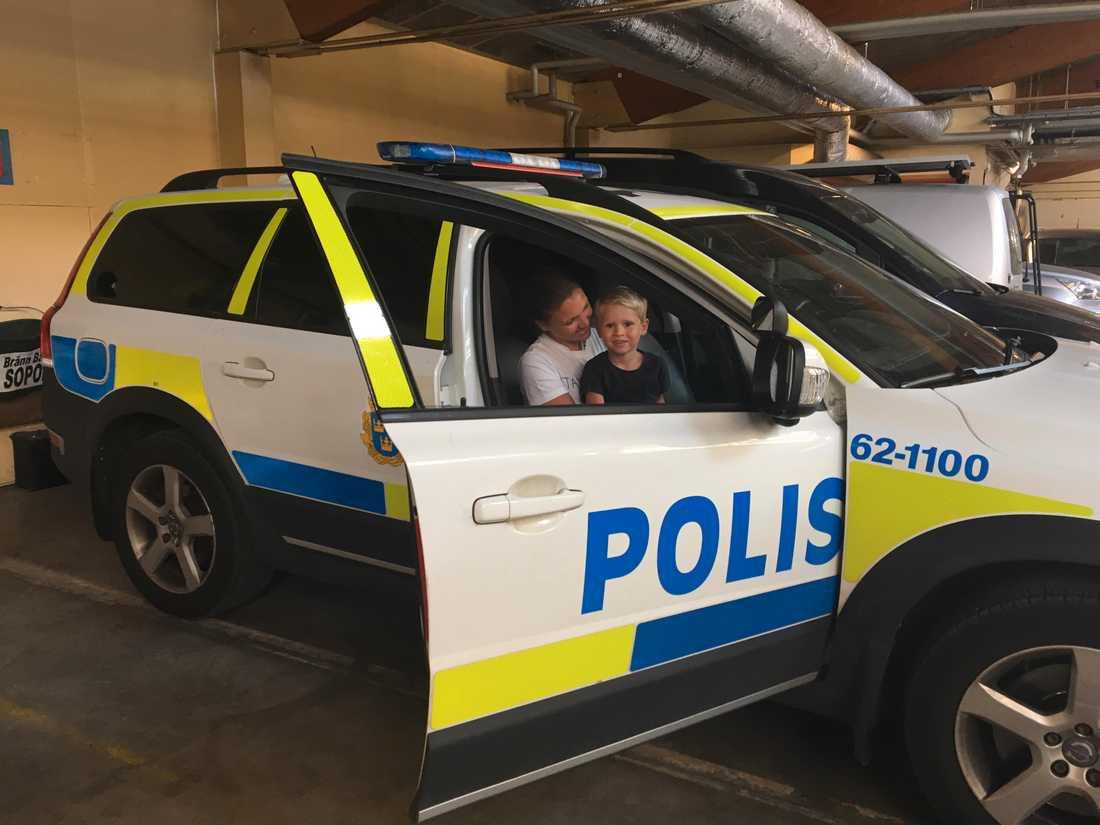 Loui, 3, har varit rädd för poliser ett bra tag.