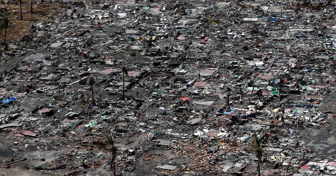 Flygbilden visar den ohyggliga förstörelsen i Tacloban.