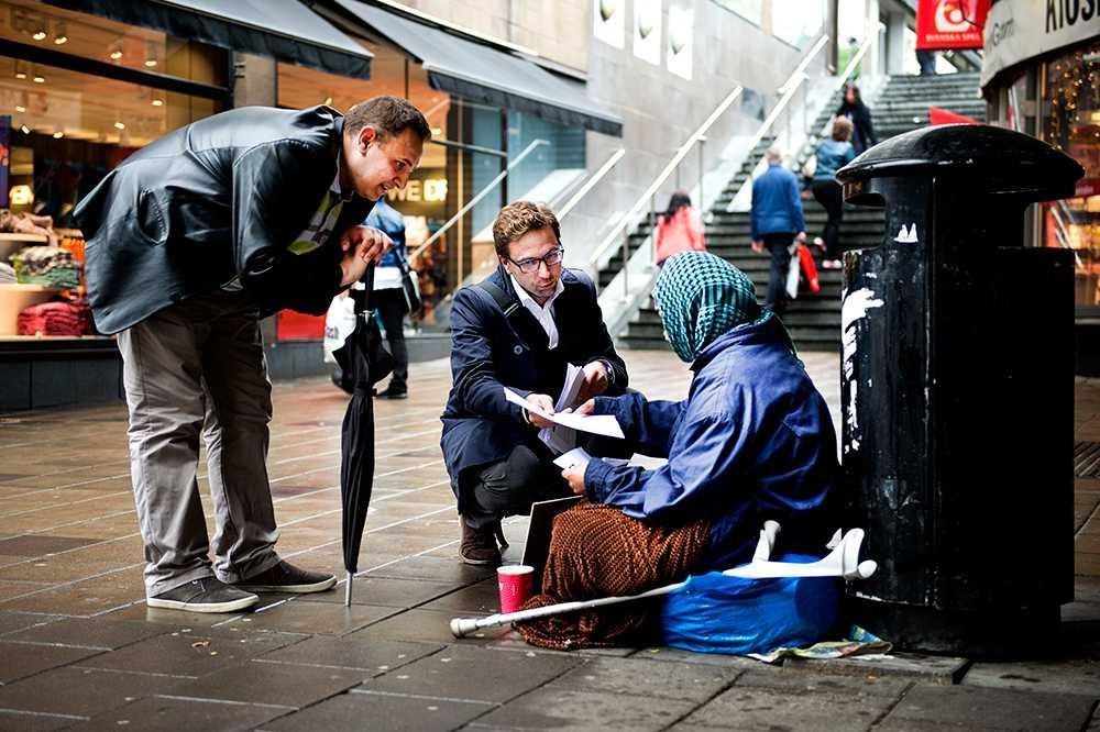 Folkpartisten Fredrik Malm vill få de romska tiggarna att gå och rösta.