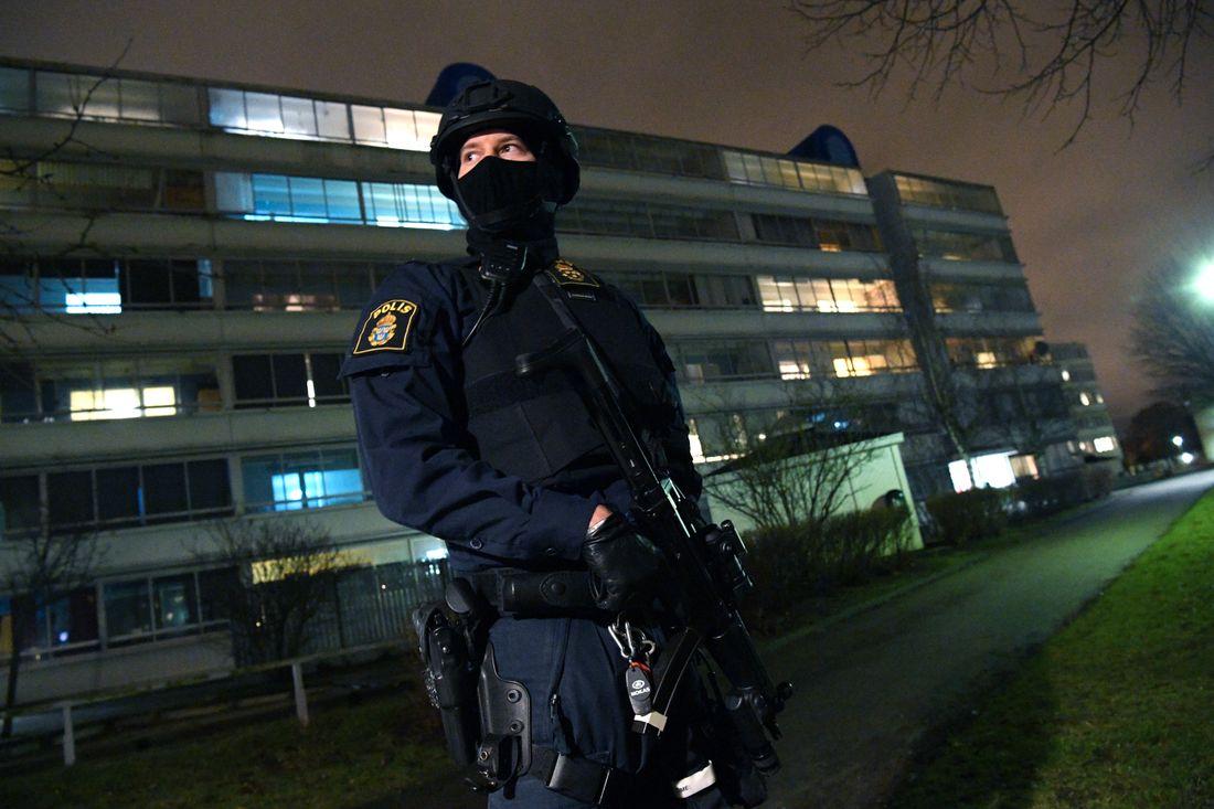 Fit Crop 733 Tva Anhallna Efter Explosion Vid Polisstation Rosengard
