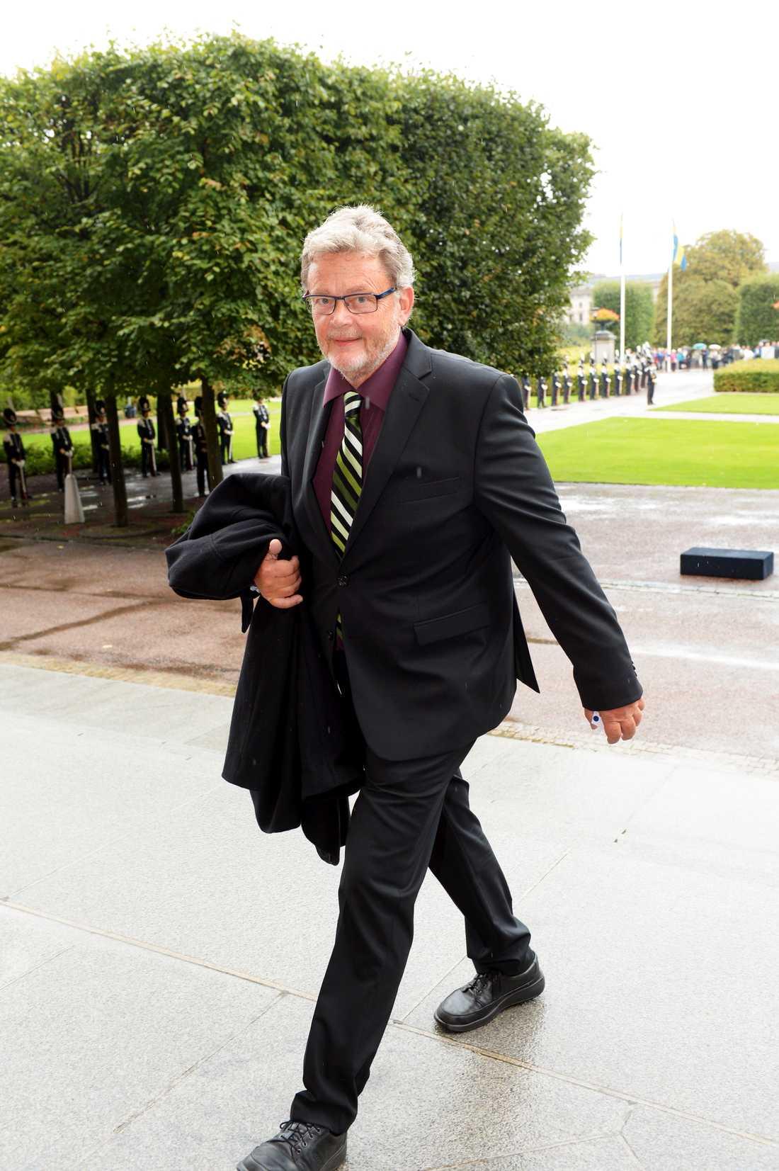 Före detta språkröret Birger Schlaug kräver att MP:s språkrör Fridolin och Lövin agerar.