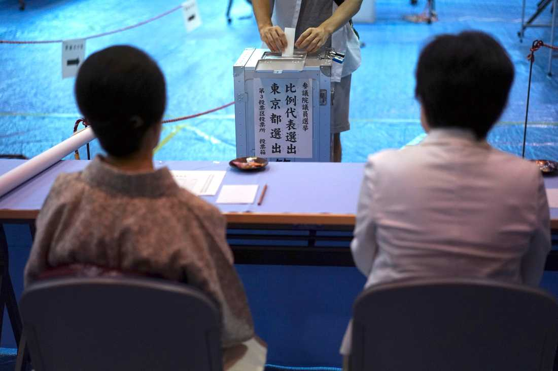 Japan håller val till överhuset.