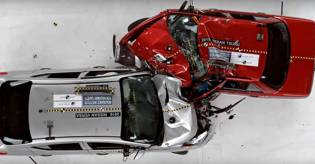 I en Nissan Tsuru lever man farligt...