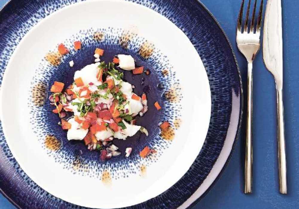 Ceviche på fisk. Servera gärna med salta kex och tabasco.
