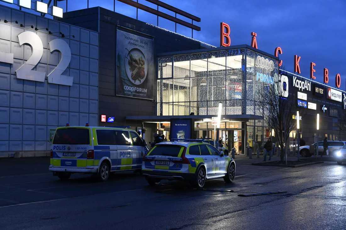 Flickan hittades utanför Coop Bäckebol i Göteborg.
