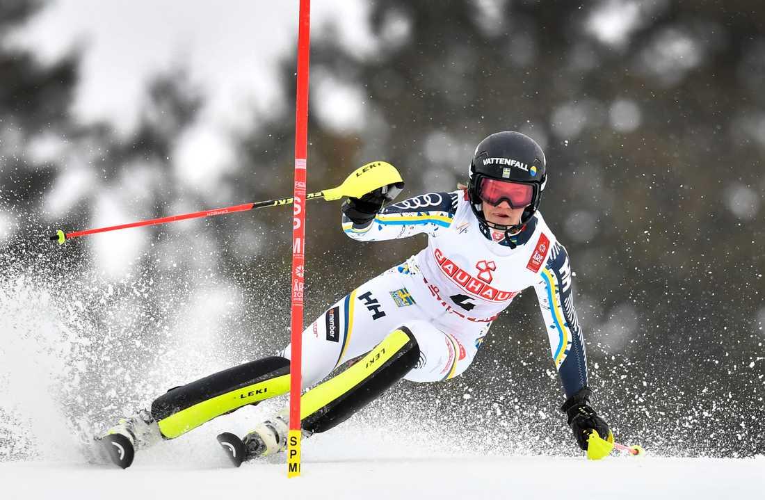 Anna Swenn-Larsson på väg mot den senaste svenska medaljen i alpina VM, silver i slalom i Åre 2019.