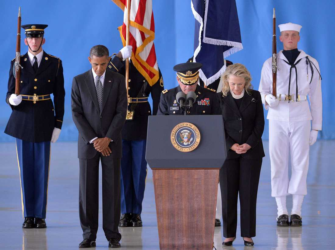 Barack Obama och Hillary Clinton deltog i minnesceremonin för de fyra amerikanerna som dödades i attentatet mot konsulatet i Benghazi.