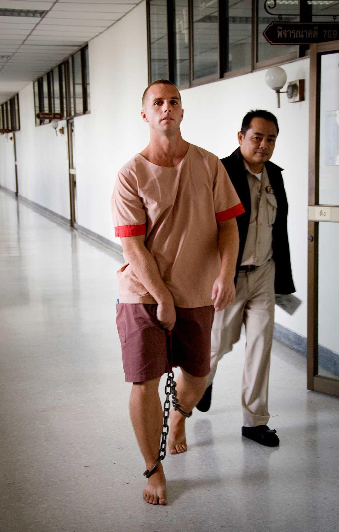 Eriksson har i flera intervjuer vittnat om de extremt dåliga förhållandena i thailändska fängelser.