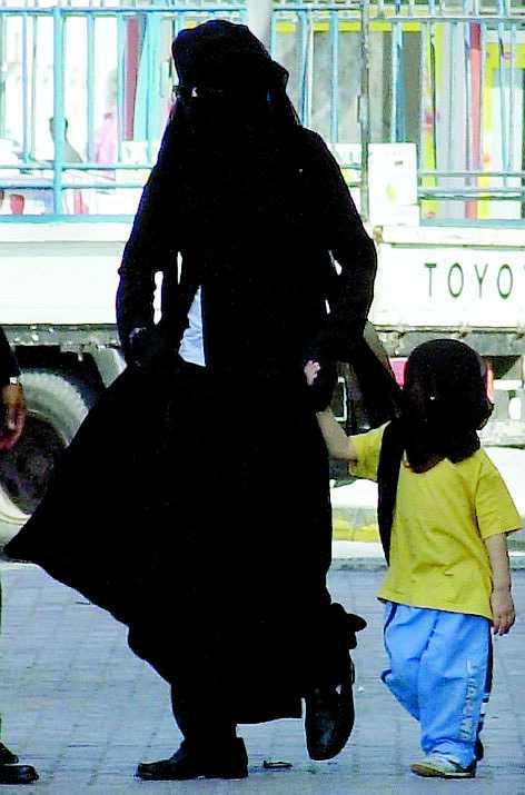 I Bahrain fick barnen bära slöja.