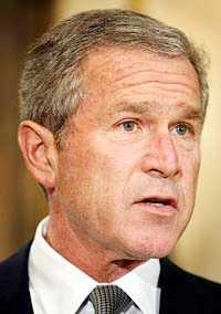 USA:s representanthus röstade sent på torsdagen igenom den lag som ger president GeorgeW Bush omfattande möjligheter att anfalla Irak.
