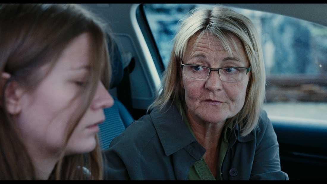 """Bästa kvinnliga huvudroll Ann Petrén för rollen som körskolläraren Jonna i """"Happy end""""."""
