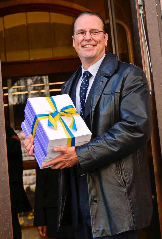 Nådiga luntan Anders Borg gick den årliga budgetpromenaden i går.