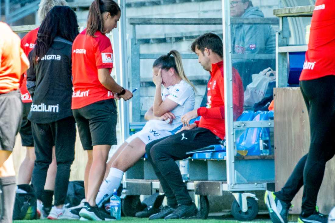 Rosengårds Jelena Cankovic efter att ha utgått skadad mot Växjö.