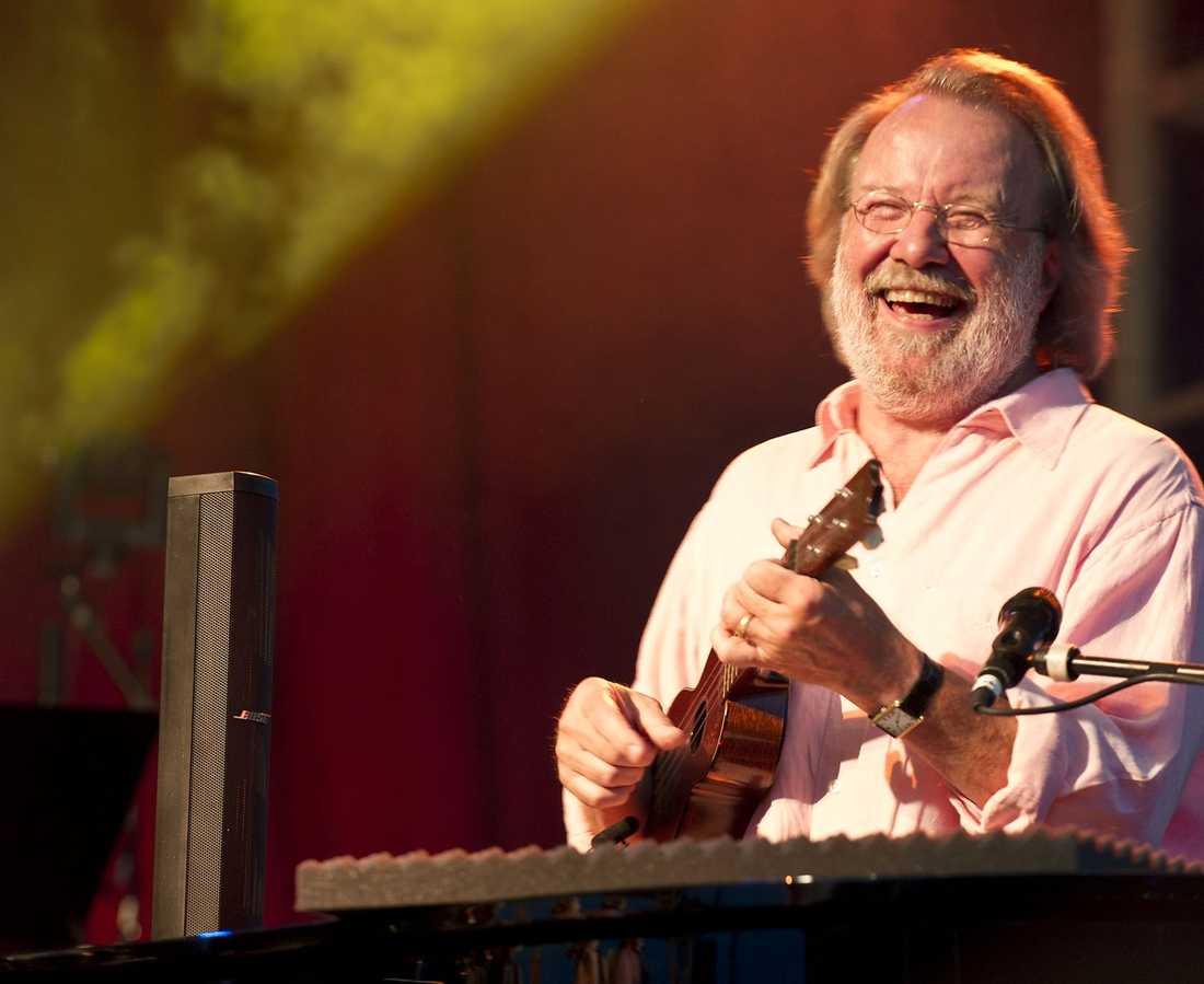 """BENNY NJUTER """"Det är otroligt kul att vara här"""", säger gamle ABBA-hjälten Benny Andersson vid spelningen i Örnsköldsvik."""