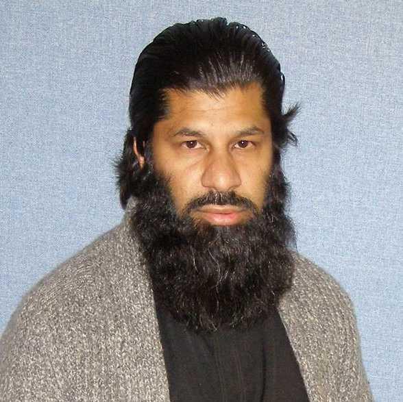 """""""EXTREM I SINA ÅSIKTER"""" Qadeer Baksh på det islamistiska centret i Luton kommer ihåg 28-åringen väl. """"Han var snäll och pratsam men väldigt radikal"""", säger han"""