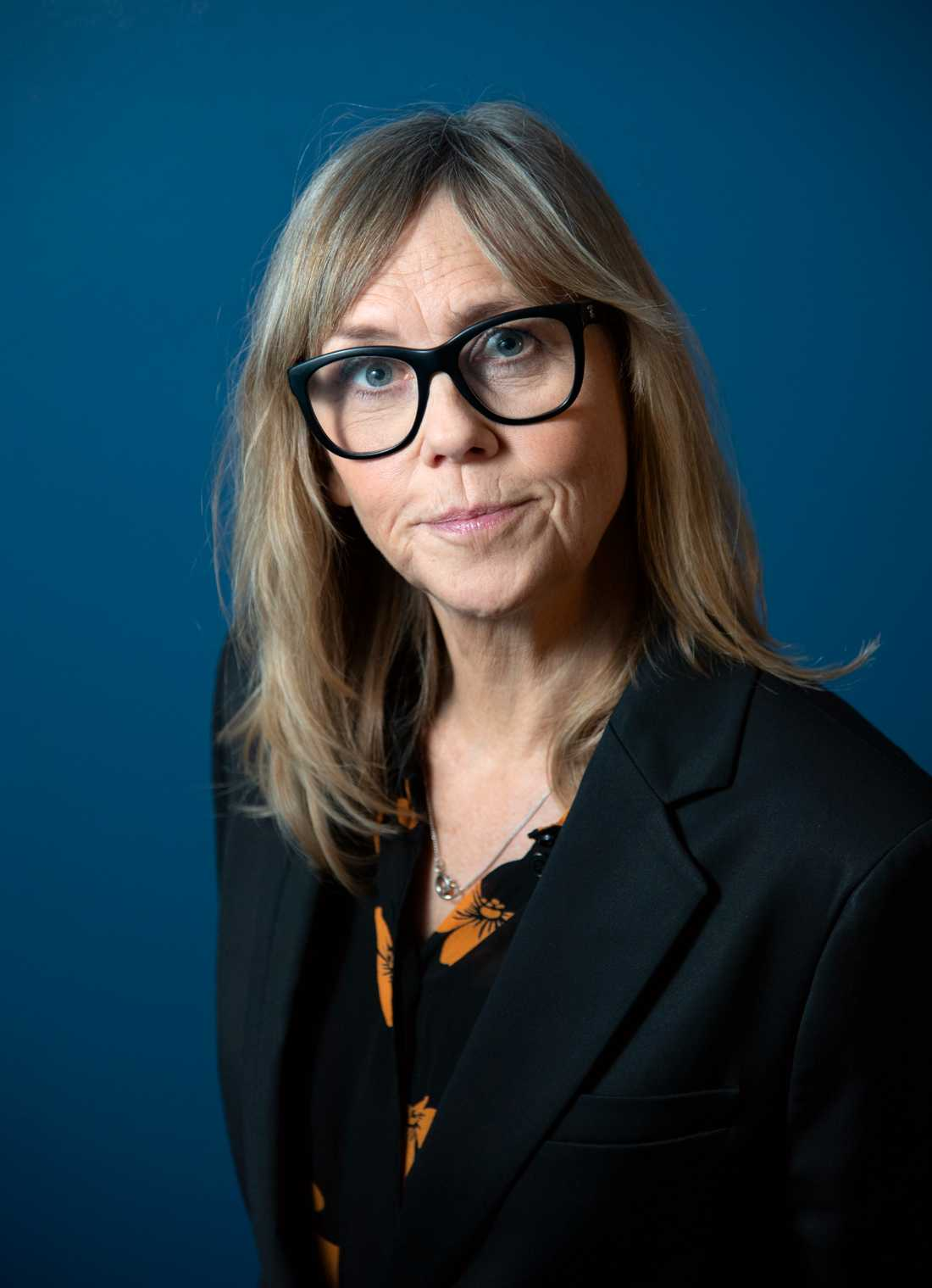 """Sara Kadefors har skrivit manus till SVT-serien """"Tsunami"""". """"En katastrof av den här dimensionen tvingar oss på något sätt att titta på våra liv, hur vi lever och varför vi har gjort vissa val"""", säger hon."""