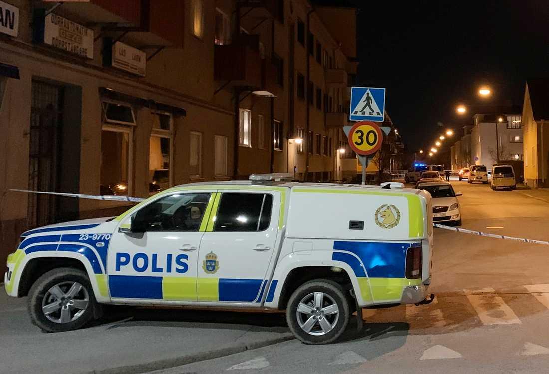 En man är död efter en misshandel i Örebro.
