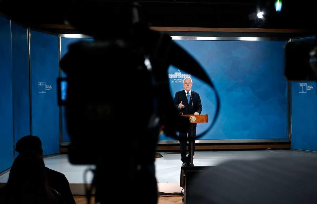 Chiles president Sebastián Piñera bad under ett tv-framträdande om ursäkt till folket efter de massiva protsterna i landet.