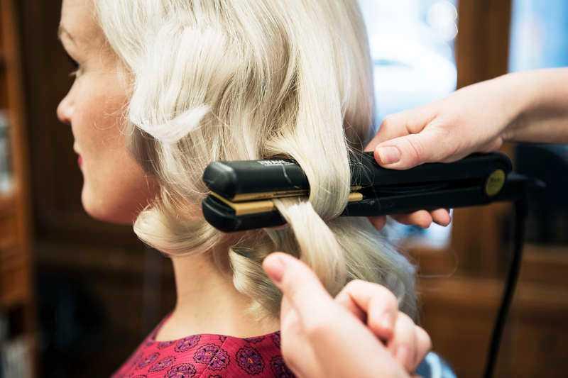 8e0f47a0d937 Steg 1: Locka hela håret på valfritt sätt, till exempel genom att använda  pin