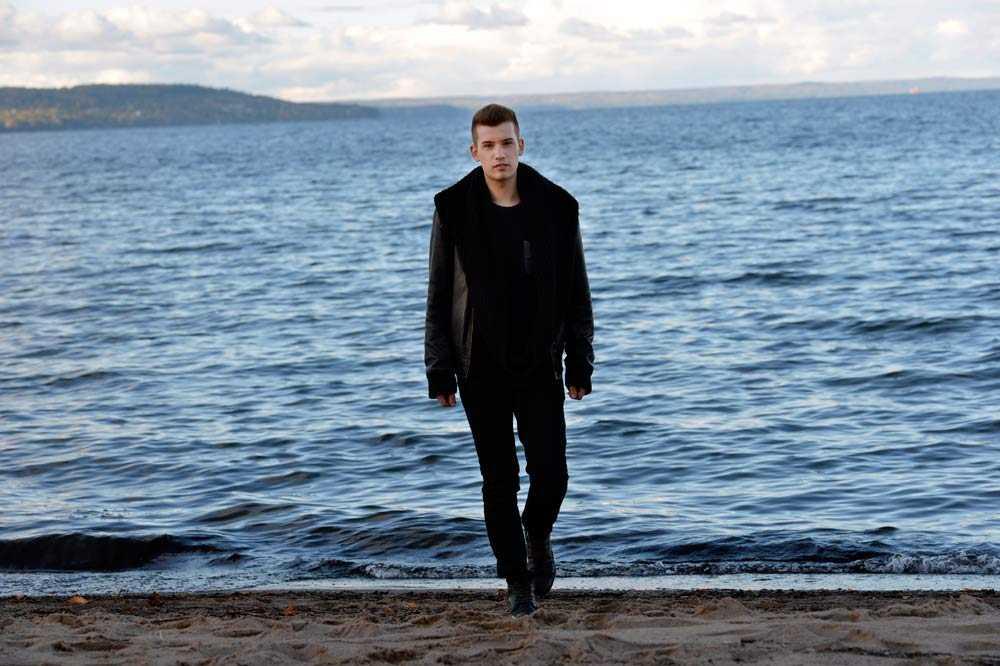 I dag är Kristian Kabelacs tillbaka i Jönköping, staden där han utsattes för mobbningen.