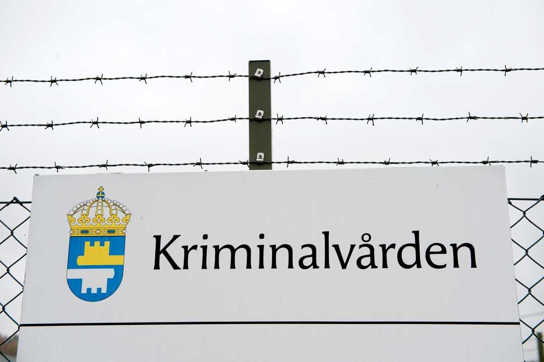 Fängelset i Kalmar har drabbats av ett stort utbrott av covid-19. Bilden är tagen vid ett annat fängelse. Arkivbild.