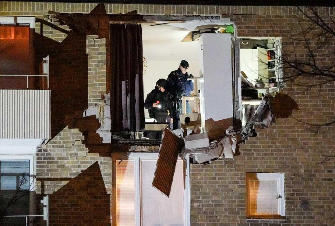 Ytterväggen och ytterdörren i en lägenhet blåstes ut i en explosion när en kvinna i Lund skulle baka. Hon hade glömt att hon hade sprayburkar förvarade i ugnen. Arkivbild.
