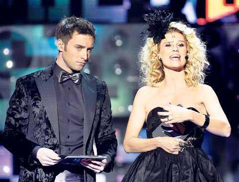 Melodifestivalens programledare Måns Zelmerlöw och Christine Meltzer har all anledning att hänga läpp. De har inte lyckats få tittarna att rösta som förr. Telefonröstningen har sjunkit med drygt 40 procent jämfört med i?fjol.